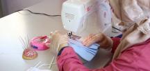 Yetim anneleri maske üretiyor