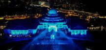 Malezya'da sağlık çalışanları için mavi ışıklar yakılarak teşekkür edildi
