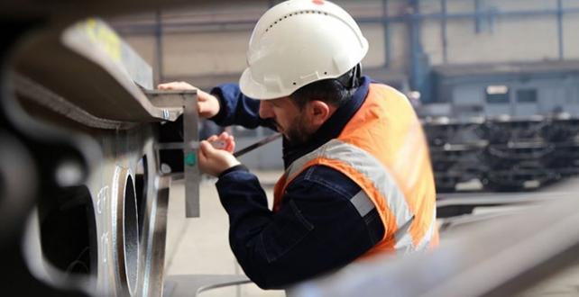 Düzenlemeyle, iş yerlerindeki fesih yasağı 30 Haziran 2021'e kadar uzatılacak