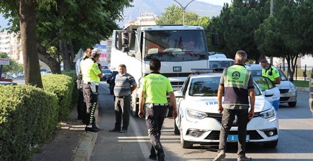 Sahte plakayla kaçmaya çalışan şoföre 11 bin lira ceza
