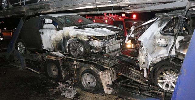 Erzincan'da sıfır araç yüklü tır yandı
