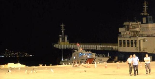 Heybeliada da  4 kişinin bulunduğu tekne kayalıklara oturdu