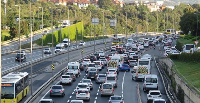 Bayram tatili sonrası İstanbul trafiği yoğunlaştı