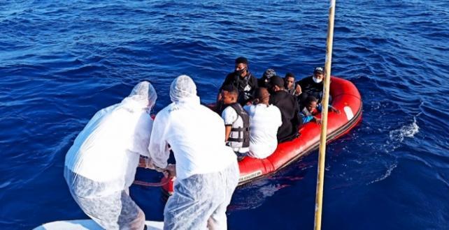 Yunanistan'ın ölüme terk ettiği 9 sığınmacı kurtarıldı