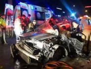 otomobilin üst geçide çarpması sonucu 1'i ağır 3 kişi yaralandı