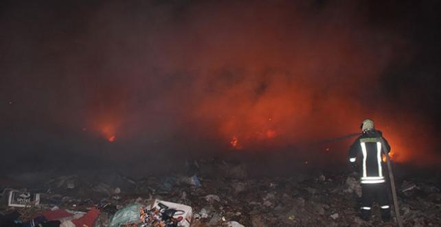 Salihli ilçesindeki çöp depolama alanında yangın Çıktı