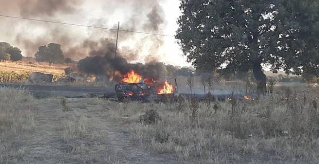 Uşak'ta ağaca çarpan otomobildeki 1 kişi öldü, 1 kişi yaralandı