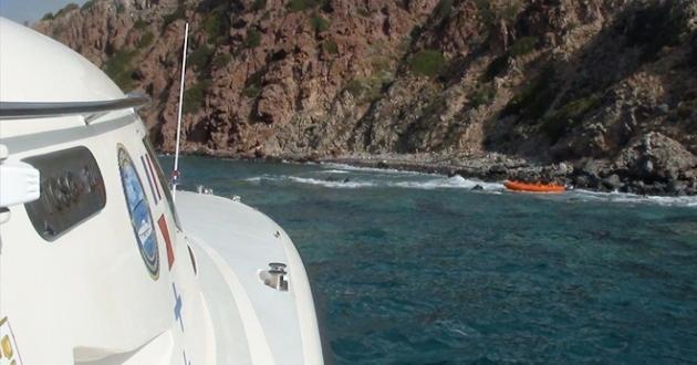 Mehmetçik kazaya karışan kayıktaki 7 kişiyi kurtardı