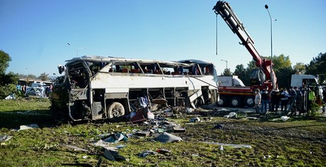 Eskişehir'de servis otobüsü devrildi.2 işçi Öldü