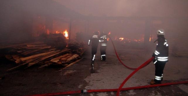 Yozgat'ta kereste fabrikasında yangın