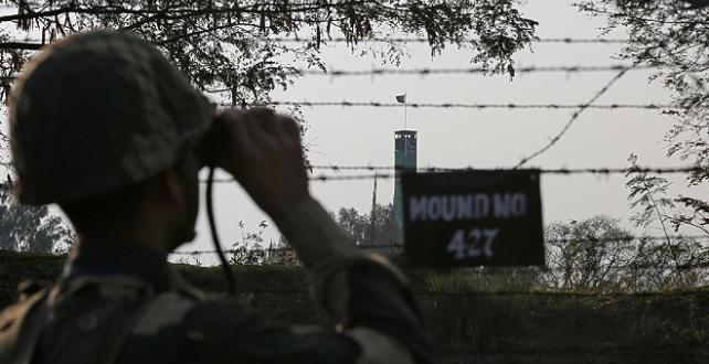 Keşmir'de Hindistan tarafından açılan ateş sonucu 2 Pakistan askeri öldü