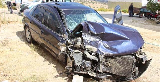 iki otomobilin çarpışması sonucu 3 kişi yaralandı