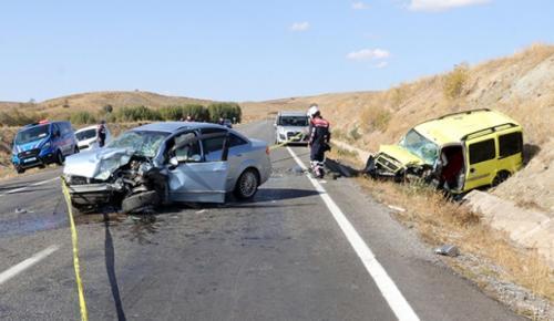 Yozgat'ta otomobille taksi çarpıştı: 2 ölü, 1 yaralı