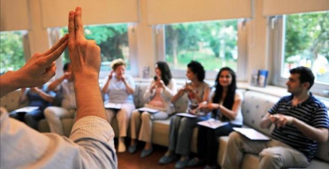Güncel Türk İşaret Dili Sözlüğü'ne 86 ülkeden 2,7 milyon erişim sağlandı