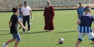 Oğlunun futbol aşkı için kulüp kuran anne çocuklara umut oldu