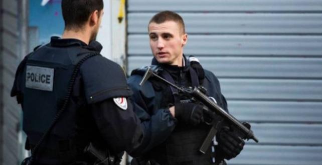 Fransa'da bir kilise yakınında bıçaklı saldırı: 2 ölü