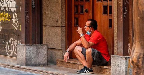 Yürürken sigara içilemeyecek!