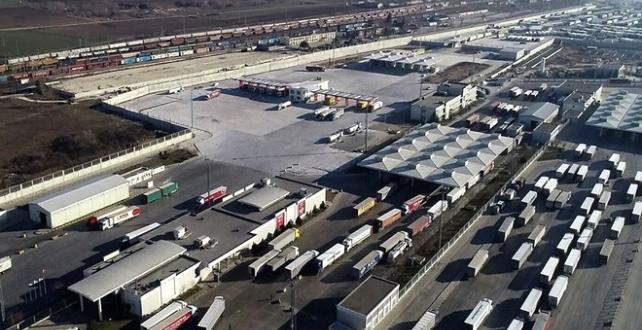 Avrupa'ya açılan sınır kapılarından 100 bini aşkın tır geçti