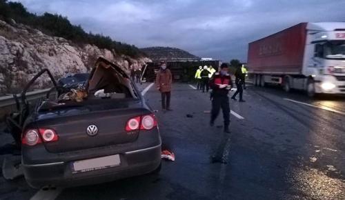 Mersin'de kamyon ve otomobil çarpıştı: 5 ölü, 2 yaralı