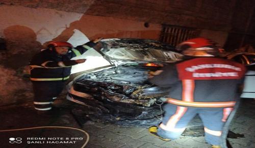 Urfa'da İki Otomobil Benzin Dökülerek Kundaklandı